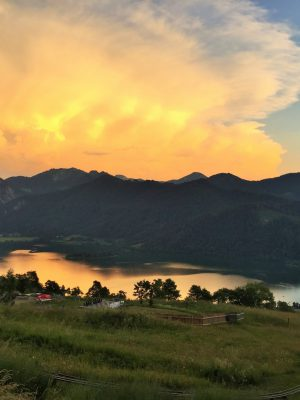 Orange Wetterfront Schliersee